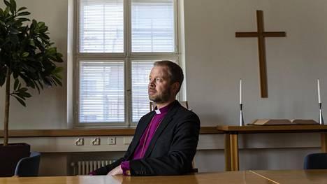 Helsingin piispa Teemu Laajasalo Bulevardilla
