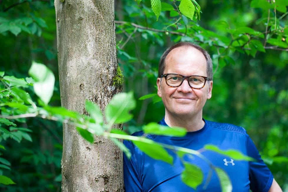 Professori Hannu Luomajoki tunnetaan leikkausvastaisuudestaan.