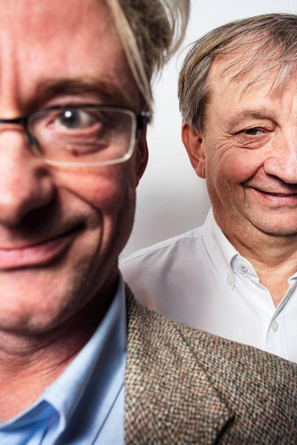 Mikael Jungner (vas.) ja Hjallis Harkimo perustivat liikkeen, jossa kansalaiset voivat vaikuttaa kansanedustajaan nettisivun välityksellä.