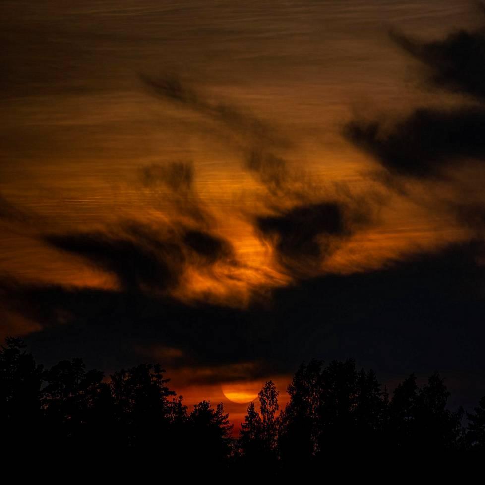 Auringonlasku Lempäälässä.