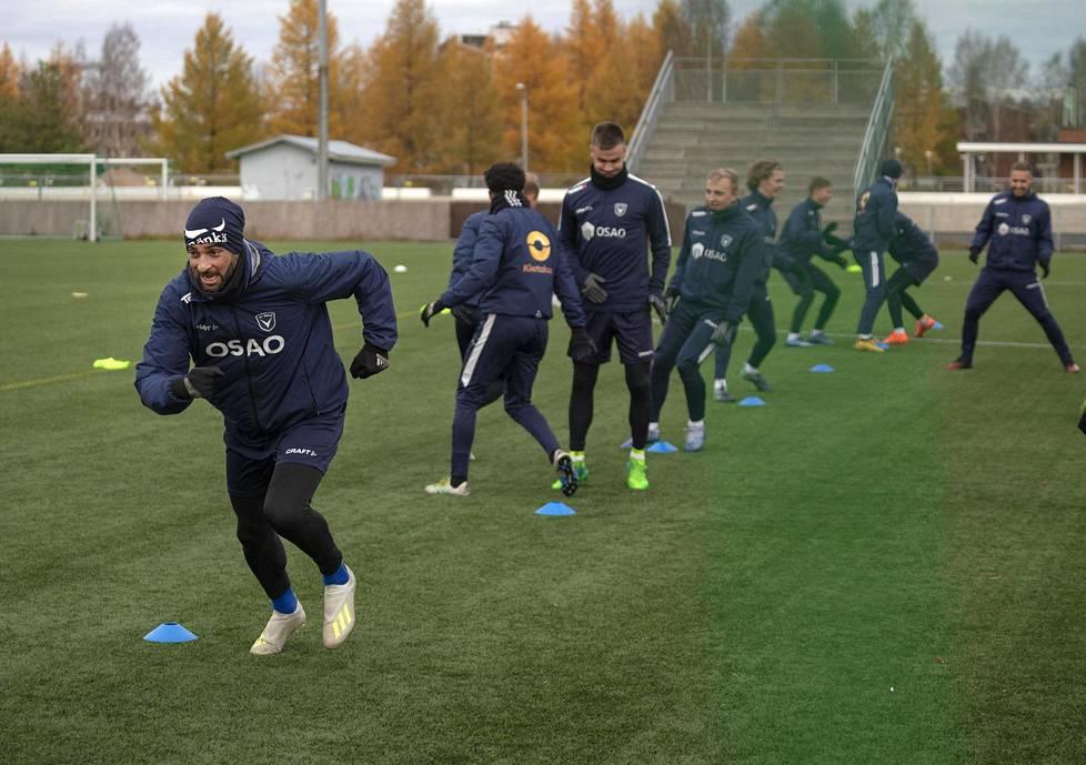 Rafinha on AC Oululle arvokas sekä avainpelaajana että nuorempien pelaajien roolimallina. Kokenut ammattilainen pyrkii pitämään yllä korkeaa tasoa päivittäisessä työnteossa.