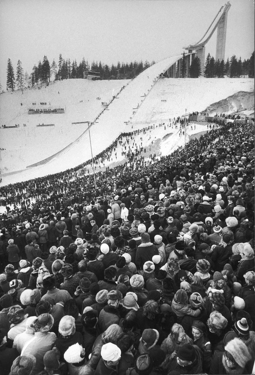Suurmäki jökötti yksinäisenä vuoden 1973 Salpausselän kisoissa.