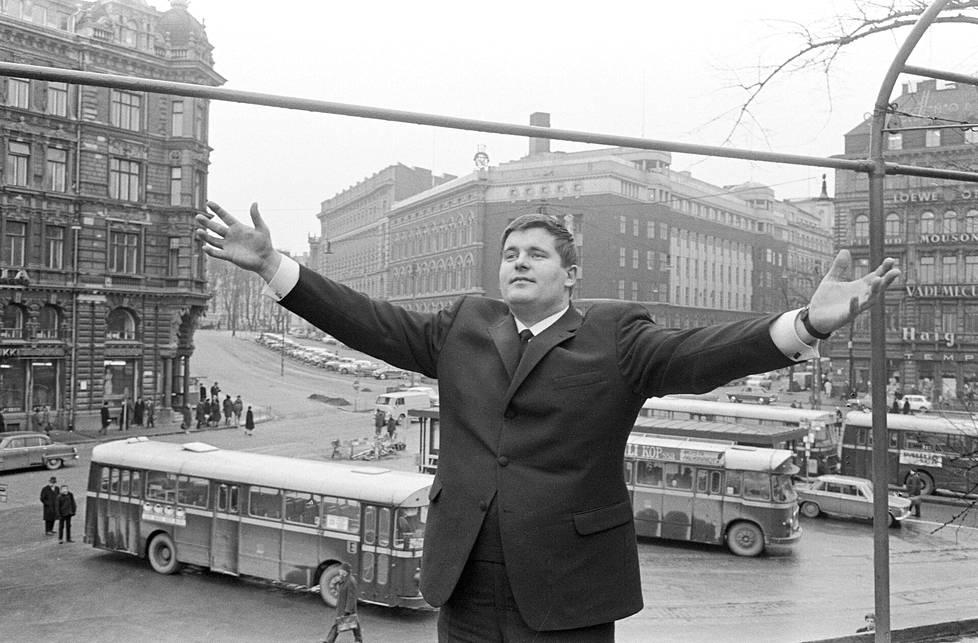"""Matti """"Fredi"""" Siitonen valmistautui edustamaan Suomea Eurovision laulukilpailuissa Wienissä, Itävallassa. Kuva otettu Helsingissä 31. maaliskuuta 1967."""