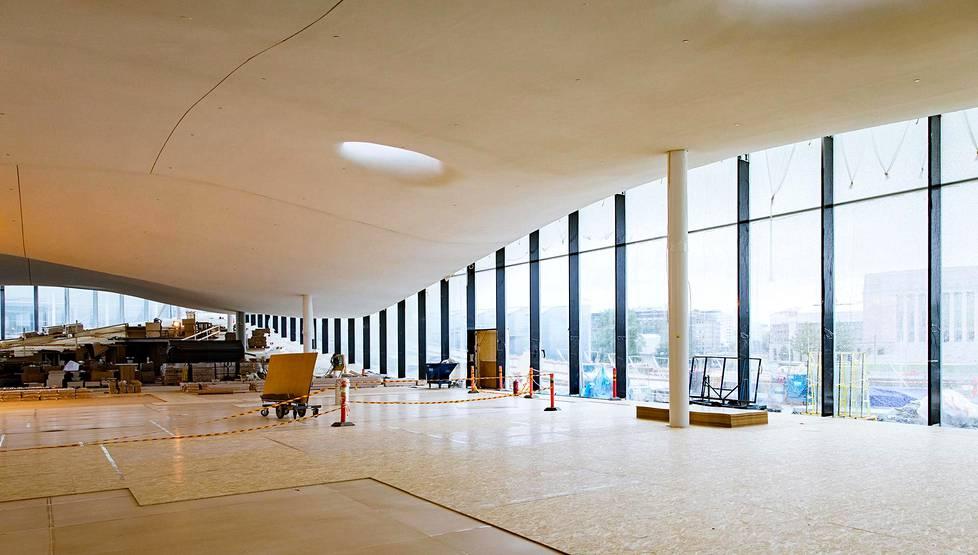 Oodin kolmannen kerroksen varsinaisen kirjastosalin nimi on Kirjataivas. Näyttävään saliin tulee sadantuhannen kirjan kokoelma, eläviä puita ja kahvila.