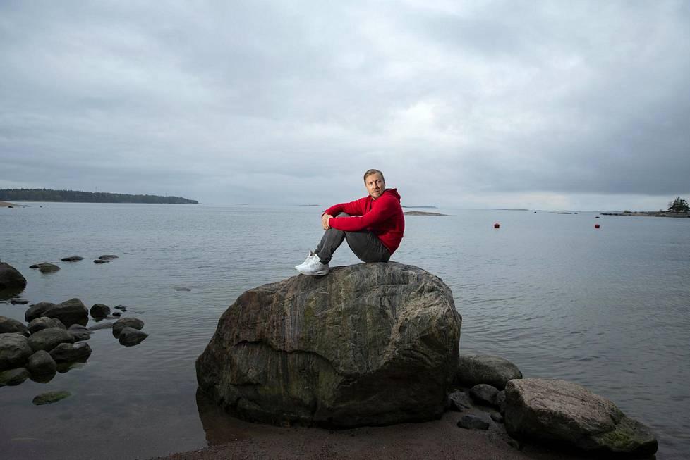Niklas Hagman kuvattiin meren äärellä Helsingin Lauttasaaressa. Hagman on asunut Lauttasaaressa neljä vuotta.