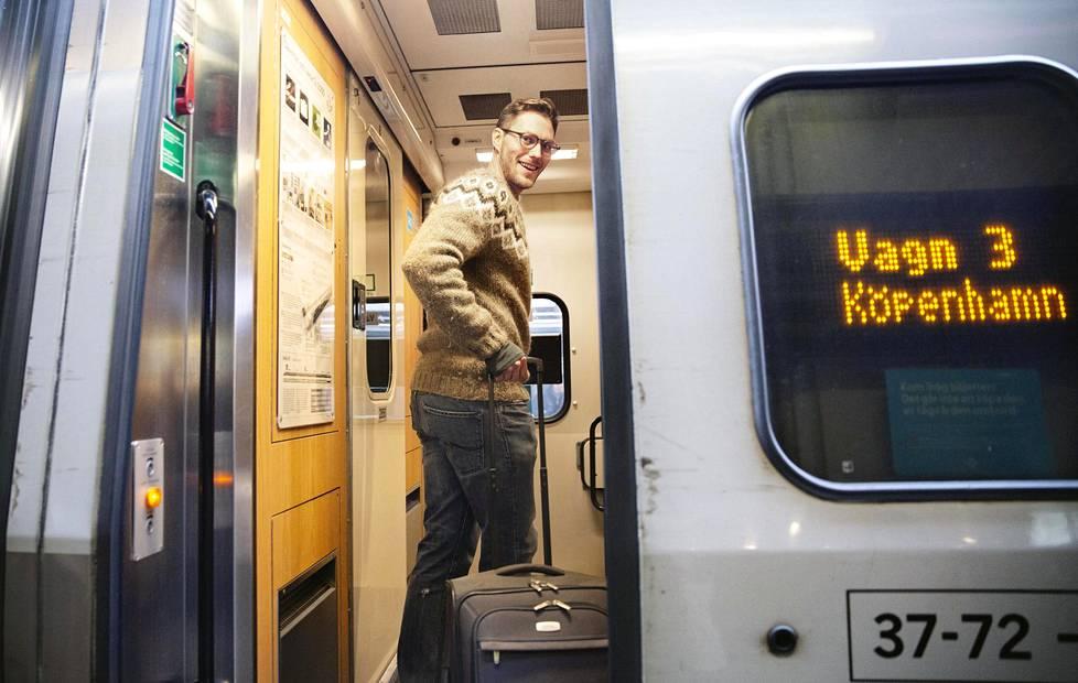 Merikapteeniopiskelija Hannes Fredriksson nousi Kööpenhaminaan suuntaavaan kaukojunaan Tukholman rautatieasemalla keskiviikkoaamuna.