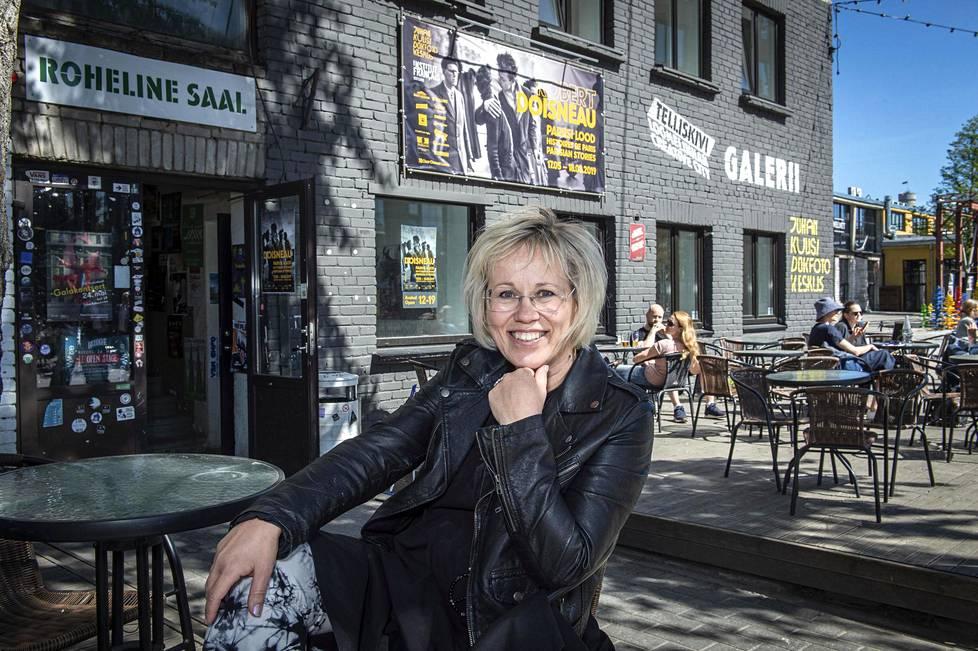 Yksi Henna Mikkilän suosikkipaikoista Telliskivessä on Juhan Kuusi Dokfotokeskus -niminen valokuvagalleria. Tänä kesänä esillä on hieno Robert Doisneaun näyttely.