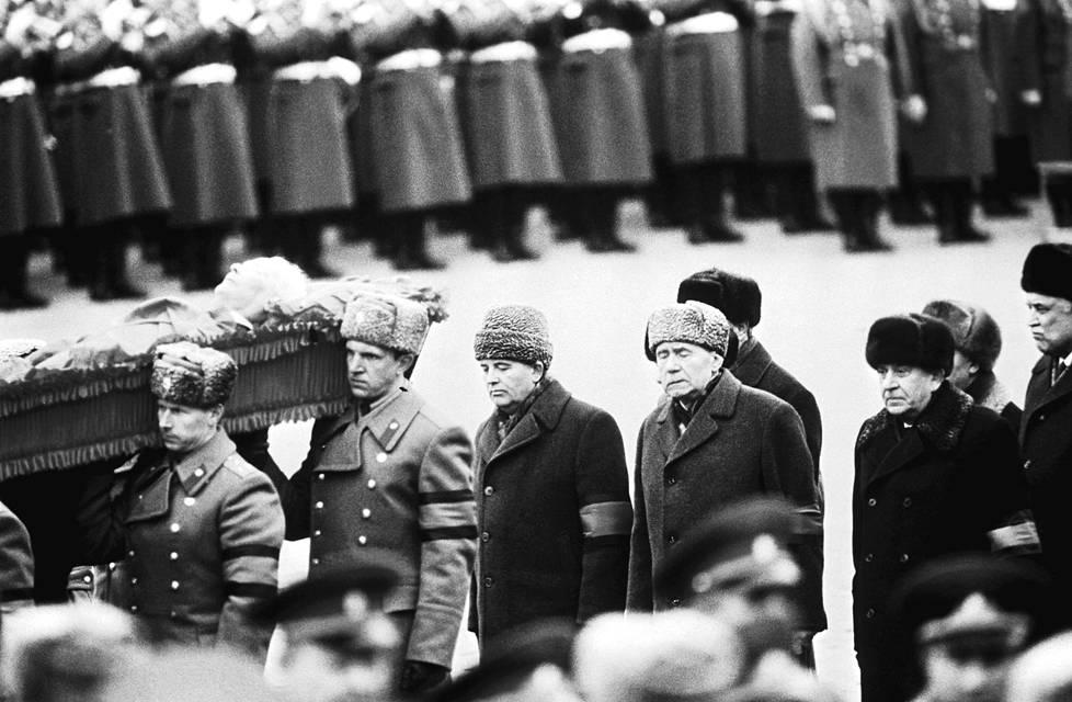 Andrei Gromyko ja Mihail Gorbatšov presidentti Tšernenkon hautajaisissa maaliskuussa 1985.