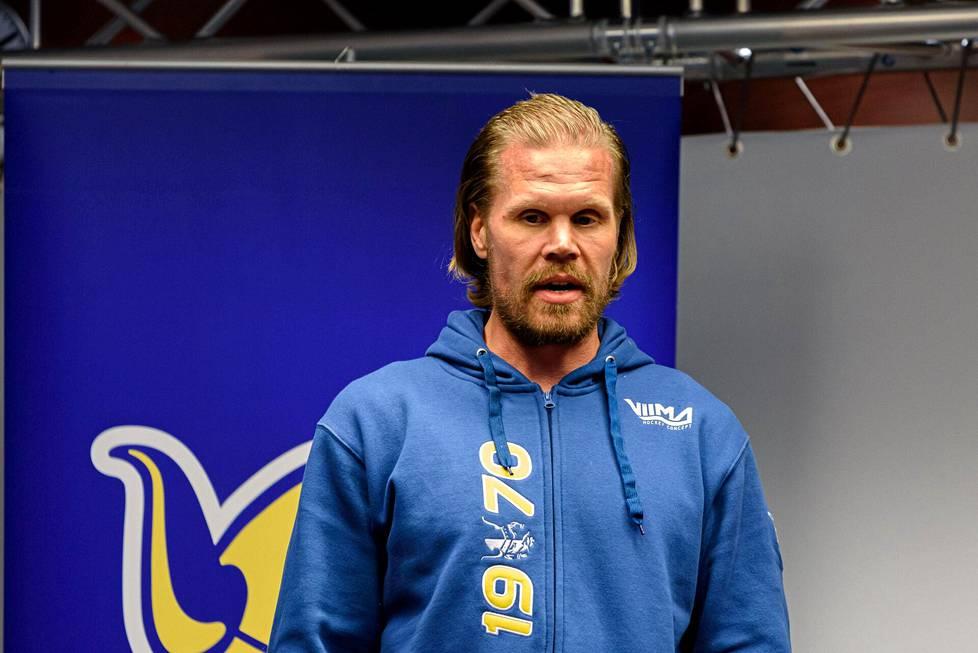 Jukurien uusi päävalmentaja Olli Jokinen kertoi ajatuksiaan Mikkelin tiedotustilaisuudessa.