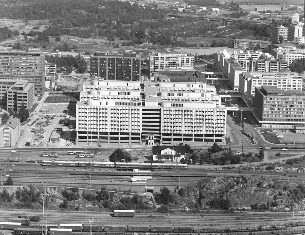 Ilmakuva vuodelta 1979. Etualalla näkyy puinen asemarakennus.
