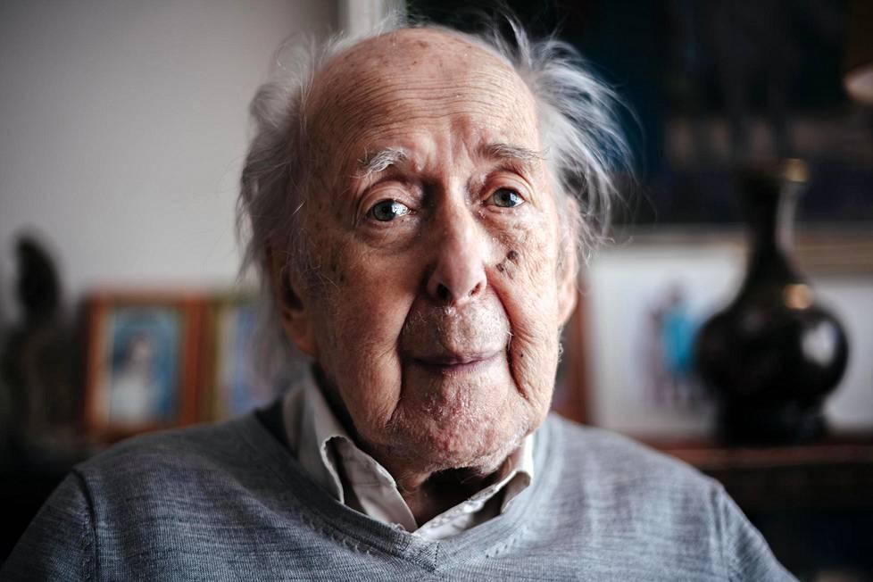 """Ele Alenius täytti kesäkuussa 95 vuotta. """"En olisi ikinä uskonut, että elän näin vanhaksi."""""""