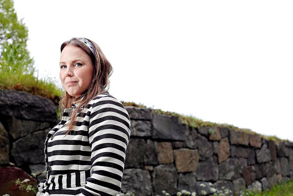 Saara Jantusen Infosota-tietokirja ilmestyy syksyllä. Sen tekemisessä sparraajana on toiminut hänen tuttunsa, kirjailija Sofi Oksanen.