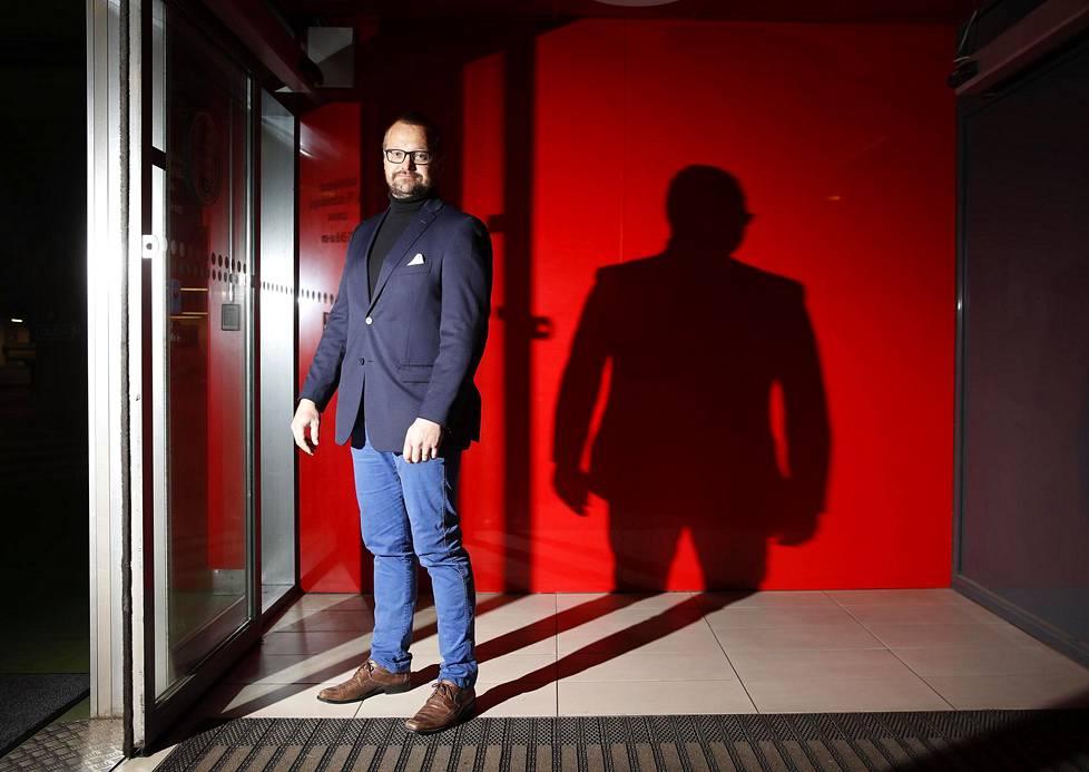 Porin Ässien ex-pelaaja Timo Salonen valittiin Ässät ry:n uudeksi puheenjohtajaksi. Liigauran ja opiskelujen jälkeen hän toimii nykyisin yksityispankkiirina Eurajoen Säästöpankin Porin Puuvillan toimipisteessä.