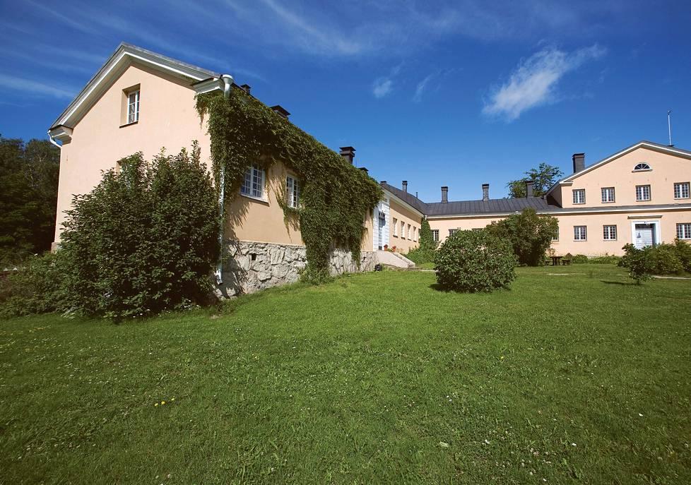 Seilin entisessä sairaalassa toimii nykyään Turun yliopiston Saaristomeren tutkimuslaitos.