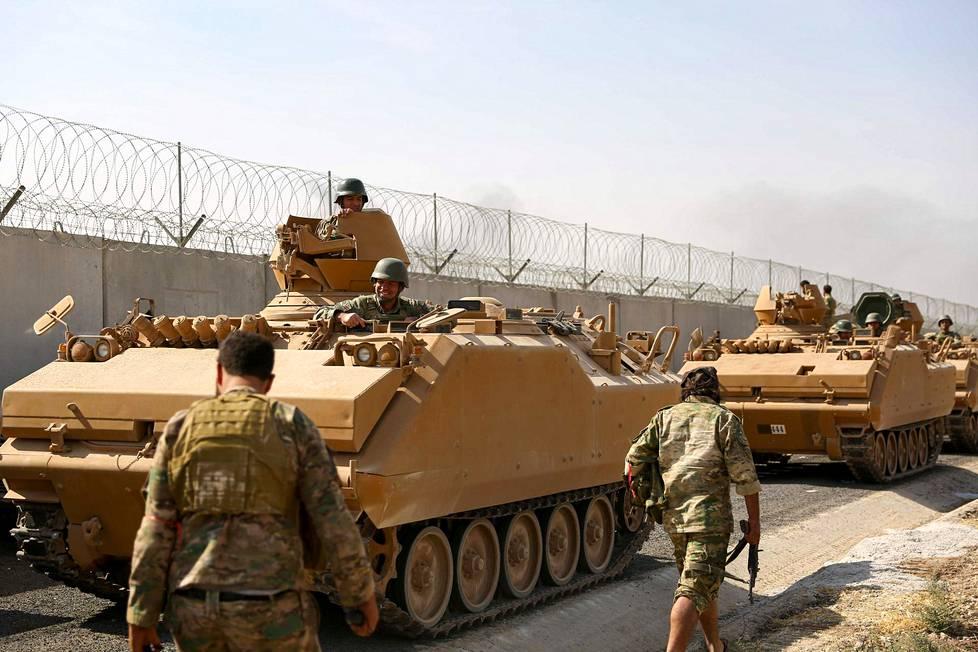 Turkin joukkoja Pohjois-Syyriassa perjantaina.