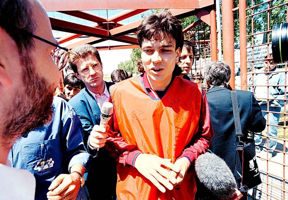 Toukokuussa 1995 Ajax matkusti pelaamaan Mestareiden liigan finaalia Wieniin. Kuva on otettu aamuharjoitusten jälkeen ottelun aattona.