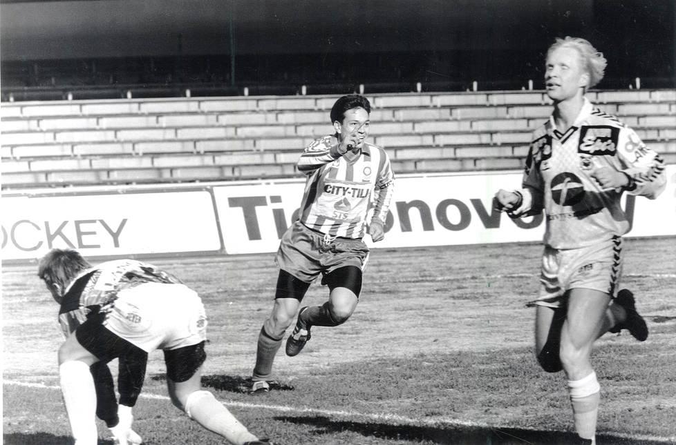 Jari Litmanen pelasi HJK:ssa vuonna 1991. Kuva on ottelusta Tampereen Ilvestä vastaan.