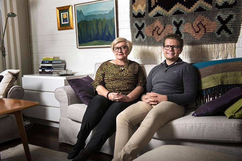 Anu Vehviläinen oli ministerivuosinaan paljon poissa. Tatu toivoi, että Matti Vanhanen antaisi äidille potkut.