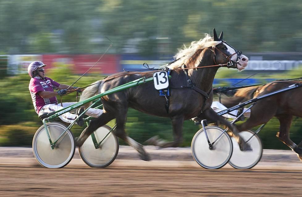 Totorahat palautuvat hevosalalle palkintoina ja tukena muun muassa hevoskasvatukselle.