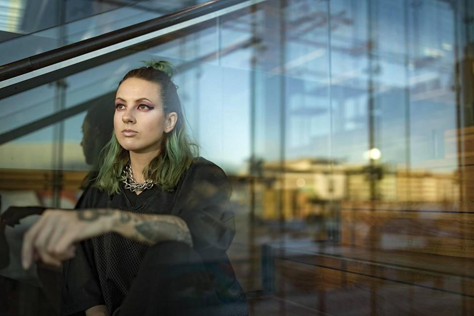 Ronya-nimellä kaksi albumia julkaissut Ronja Stanley on nyt New Ro. Hänen seuraava kappaleensa ilmestyy helmikuussa.