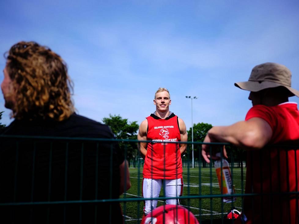 Viime kaudella kanadalaisessa CFL-liigassa ammattilaisena pelannut Kimi Linnainmaa on epävarma tulevaisuudestaan koronaviruspandemian takia. Linnainmaa on harjoitellut keväästä lähtien Roostersin mukana.