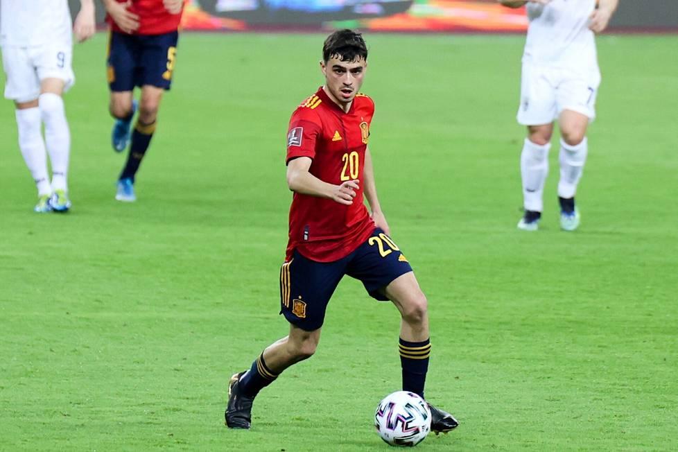 Pedri muistuttaa pelityyliltään Barcelonan ja Espanjan maajoukkueen legendaarista Andrés Iniestaa.