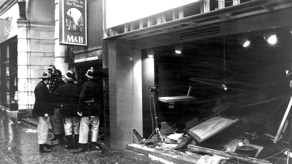 The Tavern in the Town pommi-iskun jäljiltä.