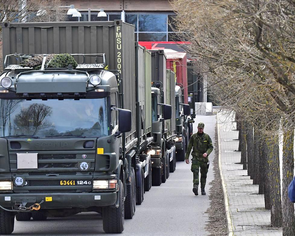 Ruotsin puolustusvoimat pystyttivät kenttäsairaalaa Tukholman messukeskukseen maanantaina.
