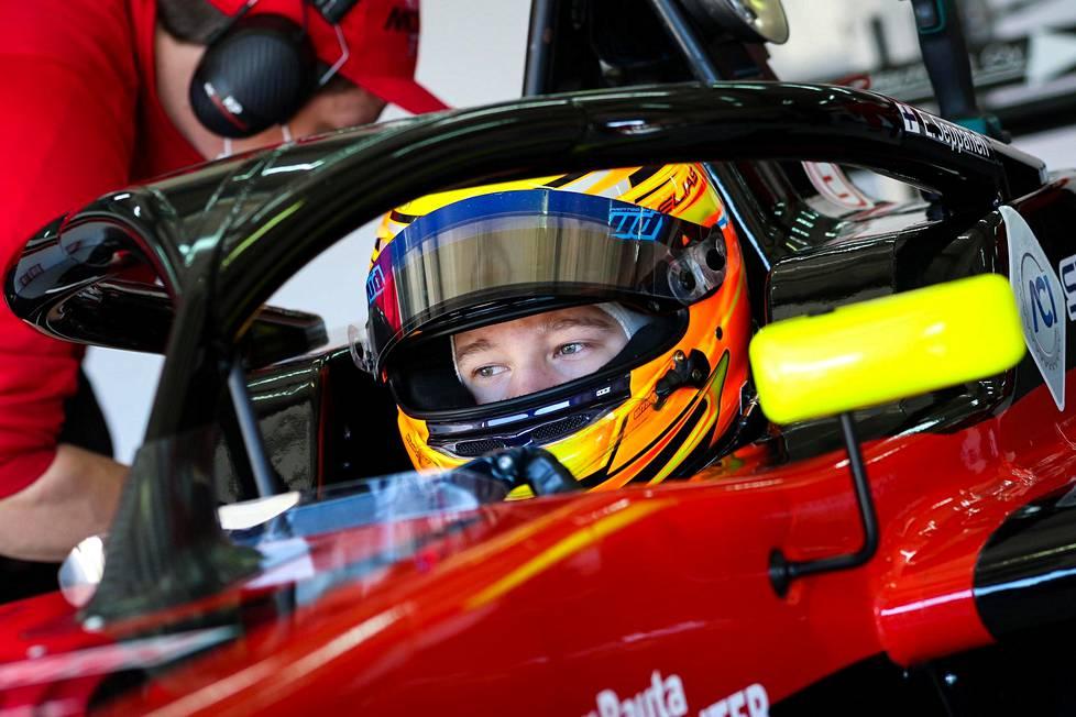 Elias Seppänen oli testiajoissa Imolassa maaliskuun puolivälissä. Samalla radalla ajetaan kauden ensimmäinen osakilpailu nyt viikonloppuna.