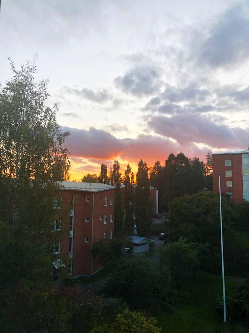 Näkymä Länsi-Tampereella juuri ennen auringonlaskua.