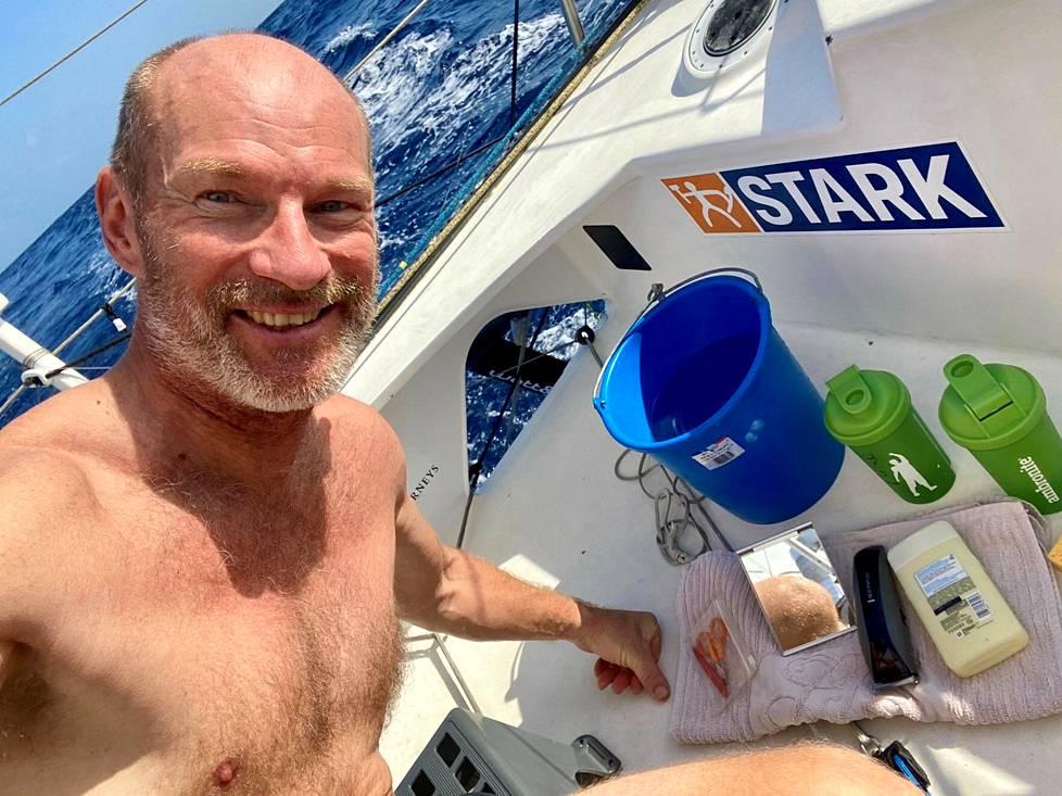 Helmikuun alkupuolella Ari Huusela ajoi parran purjehtiessaan Brasilian edustalla.