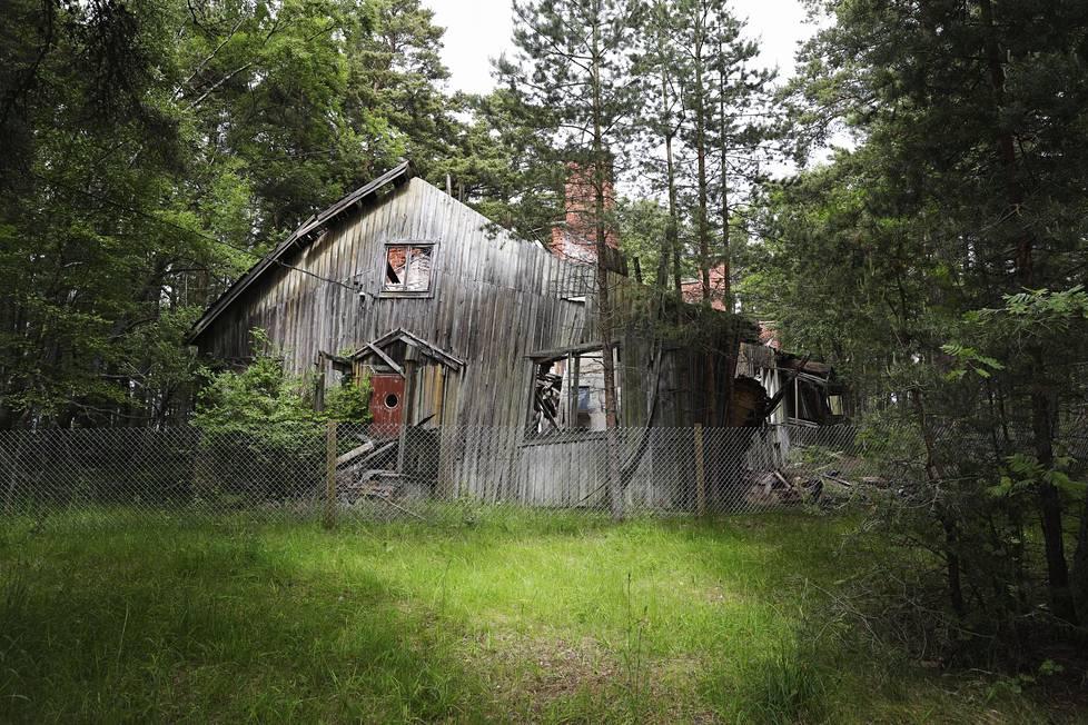 Saksasta palaavia suomalaisnaisia kuulusteltiin sodan jälkeen Hangossa valpon kuulusteluparakissa. Hangon leiri lakkautettiin tammikuun viimeisenä päivänä 1949.