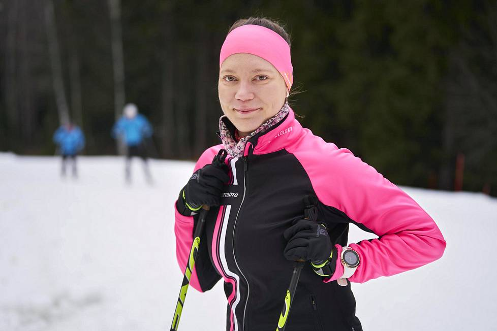 Maria Heikkilä vetää Syömishäiriökeskuksen projektia urheilijoille, valmentajille ja vanhemmille. Heikkilä kuvattiin viime joulukuussa Oittaan ladulla.
