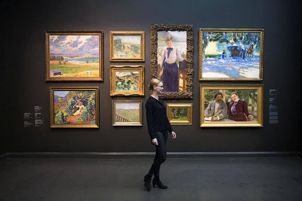 Ateneumin uusi kokoelmanäyttely, Suomen taiteen tarina, on museota johtavan Susanna Petterssonin ensimmäinen iso, henkilökohtainen teko. Teokset on ripustettu tiiviisti seinille, jotta suomalaisen ja kansainvälisen taiteen yhteydet tulevat hyvin esiin.