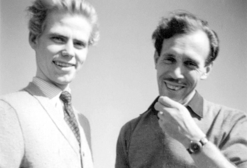 Touko Laaksonen (oik.) ja Veli Mäkinen lomalla Länsi-Saksassa vuonna 1955.
