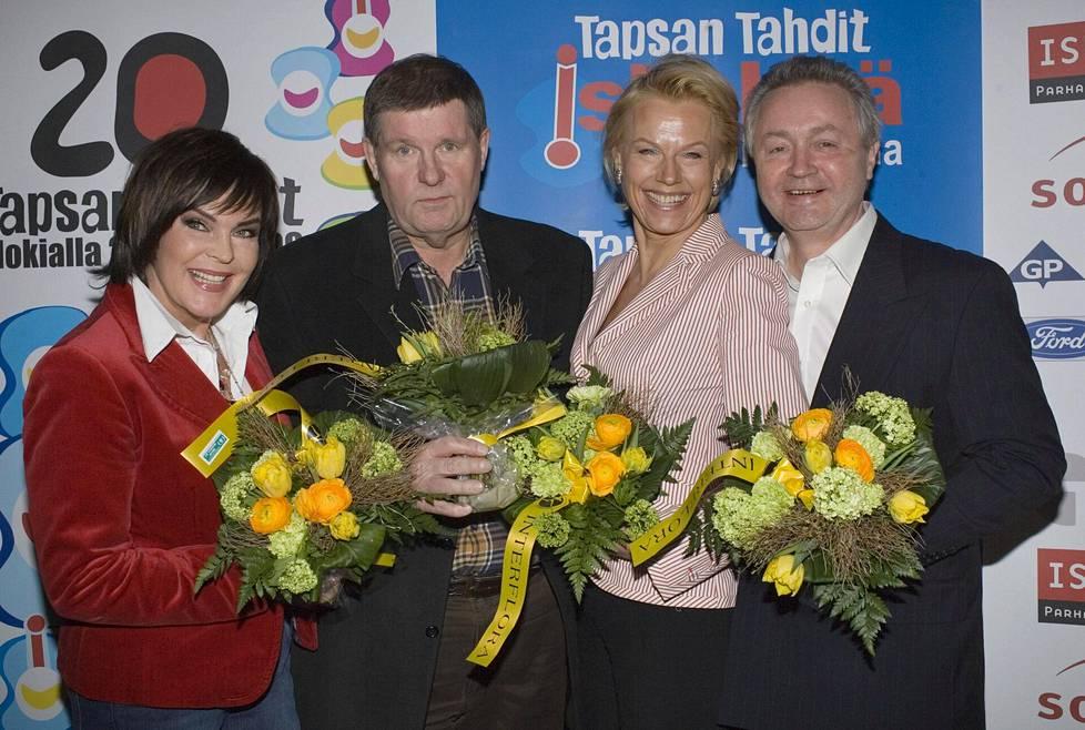 """Vuoden 2006 Iskelmäfinlandia-ehdokkaat: Paula Koivuniemi, Matti """"Fredi"""" Siitonen, Arja Saijonmaa ja Jukka Kuoppamäki."""