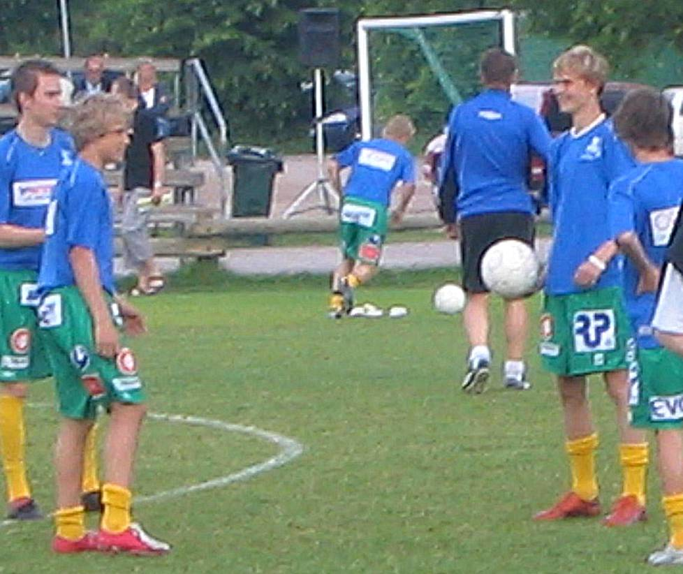 Historic photo: 15 year old Teemu Pukki just before his first senior side match in 2005. The match was a Finnish cup tie SAPA vs KooTeePee. Pukki played for KooTeePee. He is seen here the second from the left with red and white football boots in his feet.