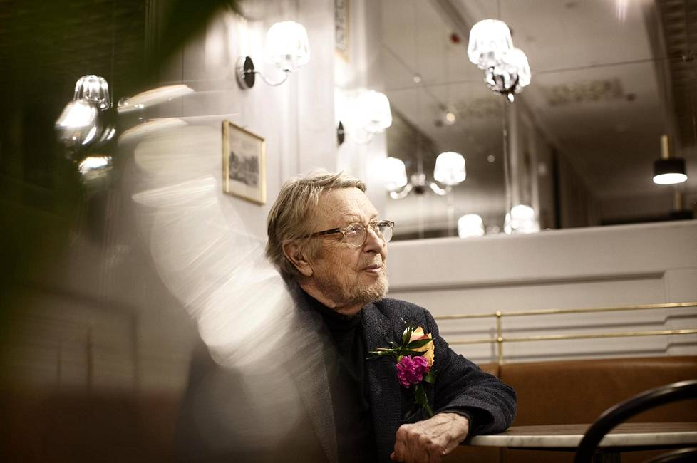 Timo Kirvestä on ajanut ammattiinsa halu ymmärtää valoa ja ihmistä.