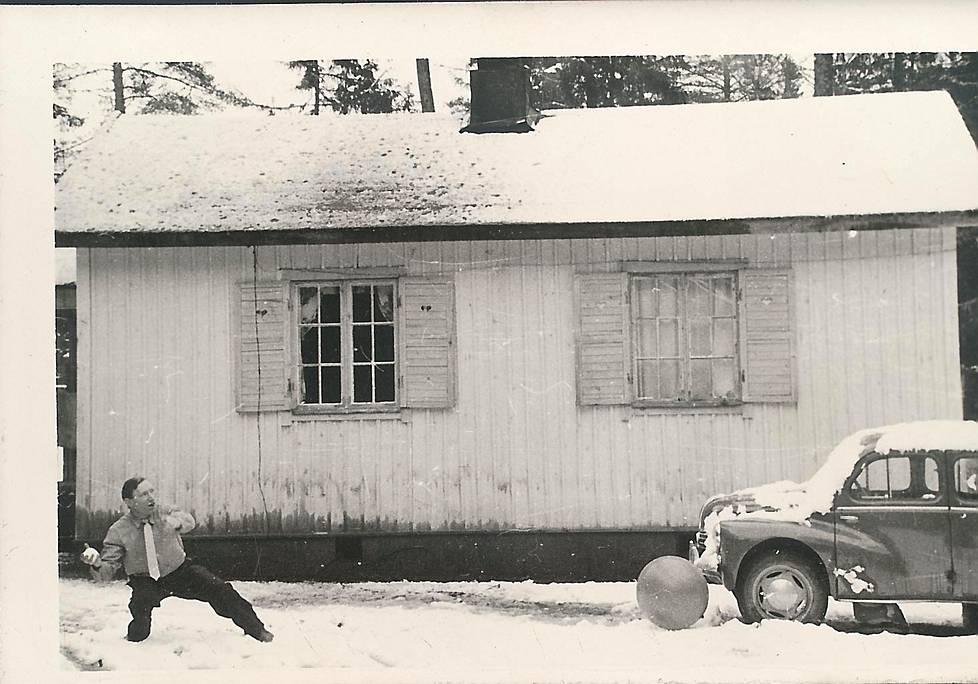 Sándor Pap innostui lumisotaan vapun tietämillä Stella Mariksessa. Sándor Papin vaimo oli jäänyt Unkariin, ja Sándor Pap onnistuikin toisinaan matkustamaan kotiseuduilleen.