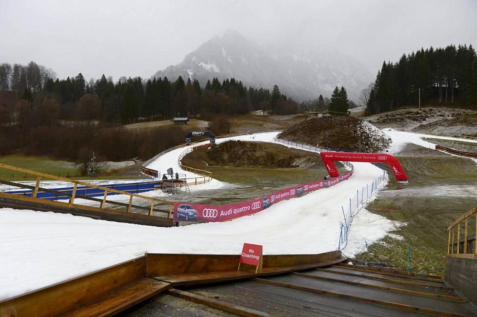 Lumipula voi häiritä talviurheilutapahtumien järjestelyjä. Tammikuussa 2016 Saksan Oberstdorfissa jouduttiin Tour de Ski -kiertueen kisaa varten rakentamaan hiihtoväylät tykkilumesta.
