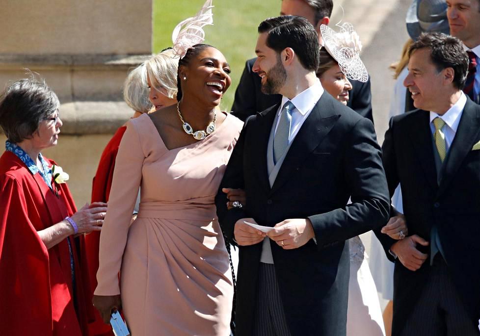 Meghan Marklen ystävä, tennistähti Serena Williams ja hänen miehensä Alexis Ohanian.