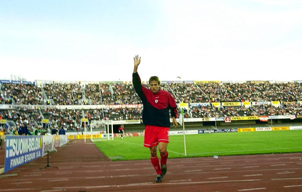 Elokuussa 2001 Liverpool sai Mestareiden liigan karsinnassa vastaansa Valkeakosken Hakan. Ottelu pelattin Helsingin olympiastadionilla. Liverpool ei antanut Hakalle armoa vaan voitti 5–0.
