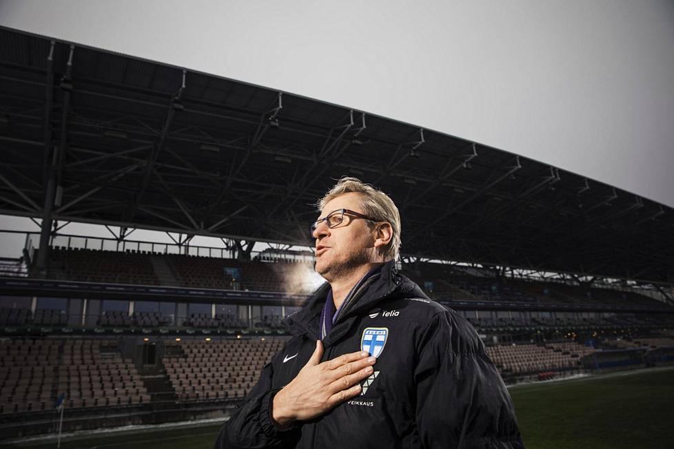 Miesten jalkapallomaajoukkueen päävalmentaja Markku Kanerva valmensi joukkueen historialliseen saavutukseen, ensimmäiseen miesten arvoturnaukseen.