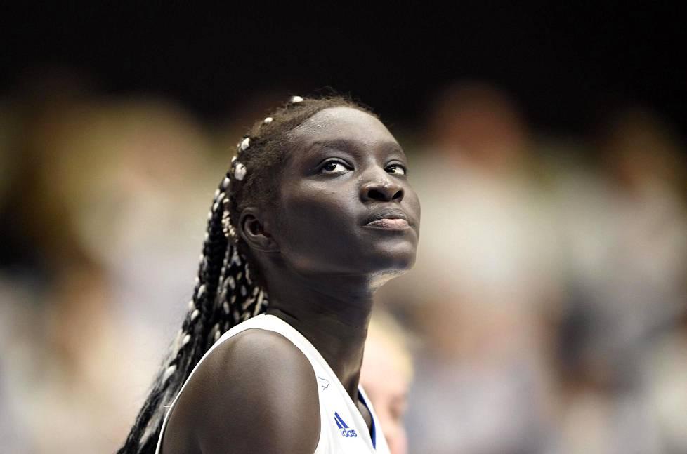 Awak Kuier kuuluu Suomen naisten koripallomaajoukkueen tärkeimpiin pelaajiin.