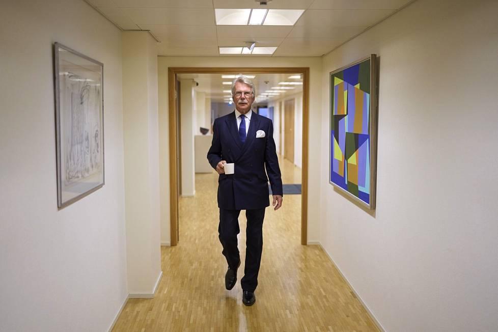 Björn Wahlroos viettää suuren osan ajastaan Ruotsin, Lontoon ja Ranskan kodeissaan. Haastattelupäivänä hän oli Helsingissä.
