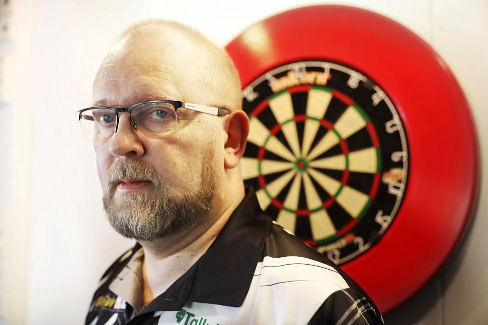 Marko Kantele on Suomen dartsin ykköspelaaja. Suomessa on kilpapelaajia noin 1500.