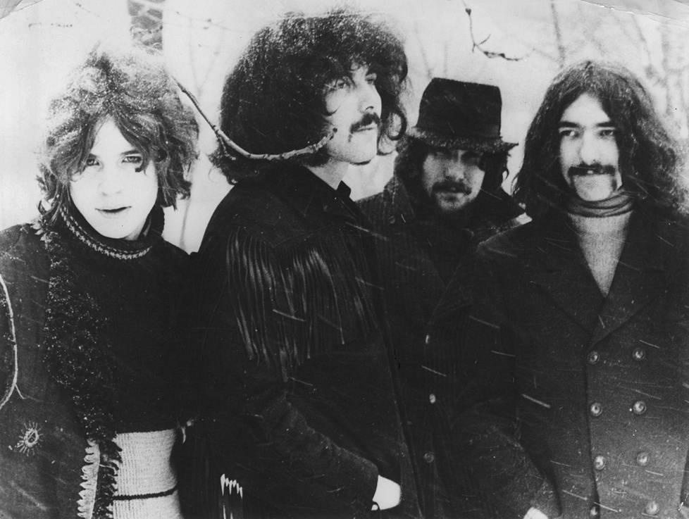 Ozzy Osbourne (vas.), Tony Iommi, Bill Ward ja Geezer Butler tekivät vuonna 1970 yhden metallimusiikin tunnetuimmista kappaleista. Kuva julkaistu tammikuussa 1970 bändin debyyttisinglen kannessa.
