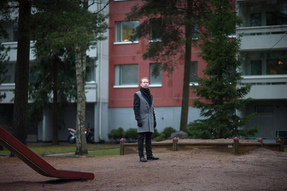 Filosofi Pekka Himanen palasi Pohjois-Haagaan lapsuutensa pihapiiriin.