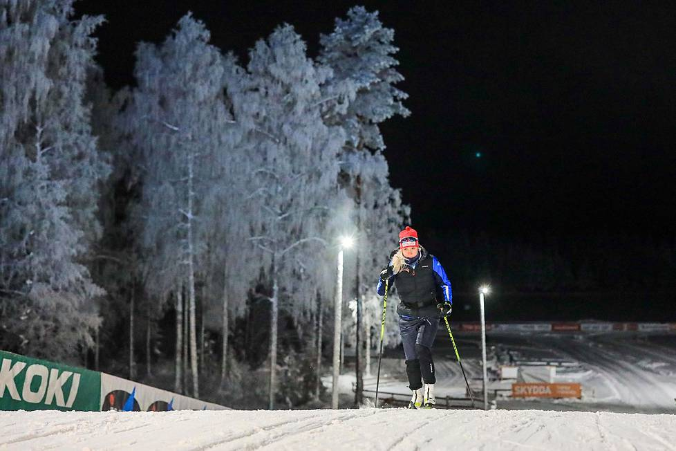 Jasmi Joensuu hiihti pakkasillassa Pyhäjärvellä SM-hiihtojen aattona torstaina.