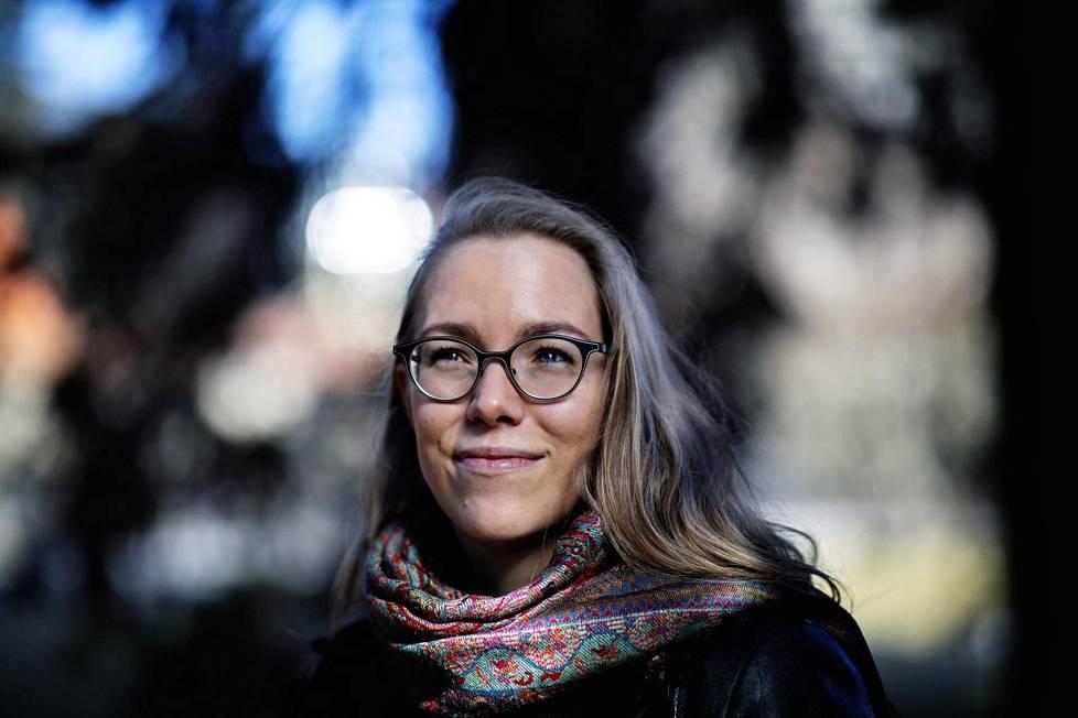 """""""Mielenterveydestä kannattaa pitää huolta silloin, kun asiat ovat vielä hyvin – ei vasta sitten, kun ollaan jo työpsykologin vastaanotolla uupuneina"""", psykologi Anniina Virtanen muistuttaa."""